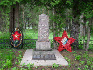 Auch hier gibt es ein Mahnmal zu Ehren der gefallenen Soldaten des 2. Weltkriegs.