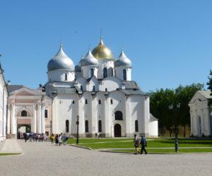 Im Kreml selbst sieht man unter anderem die Sophienkathedrale, die im 11. Jh. erbaut wurde und auch heute noch für Gottesdienste genutzt wird.