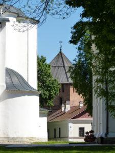 """Noch einmal ein anderer Blick in den Kreml, der übrigens nicht nur ein Museum ist, sondern unter anderem als Kunstkollege """"колледж искусств им. С. В. Рахманинова"""" genutzt wird."""
